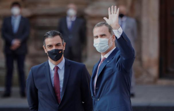 El presidente del Gobierno, Pedro Sánchez, y el rey Felipe VI