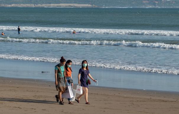 Coronavirus en Bali, mundo mascarillas playa