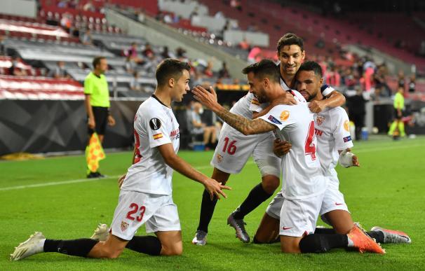Los jugadores del Sevilla celebran el gol del empate en la semifinal contra el Manchester United.