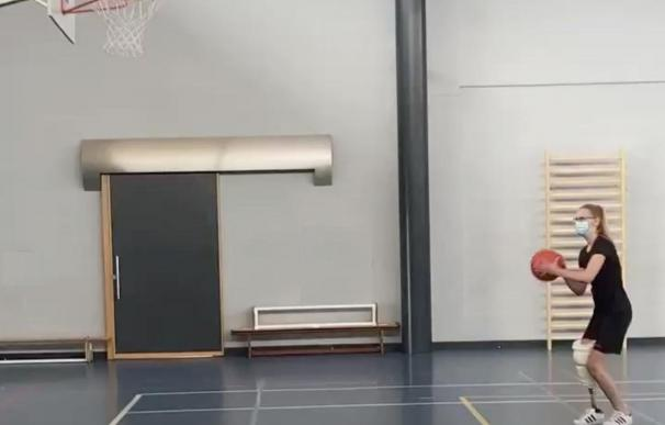 Una jugadora de baloncesto pierde una pierna tras 3 meses en coma por Covid