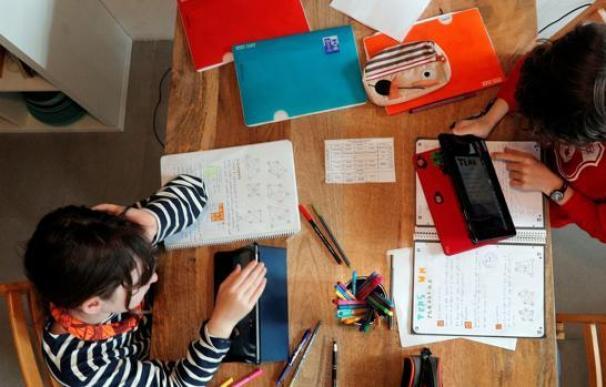 Gobierno y CCAA aún no han puesto en marcha su plan para garantizar la educación online