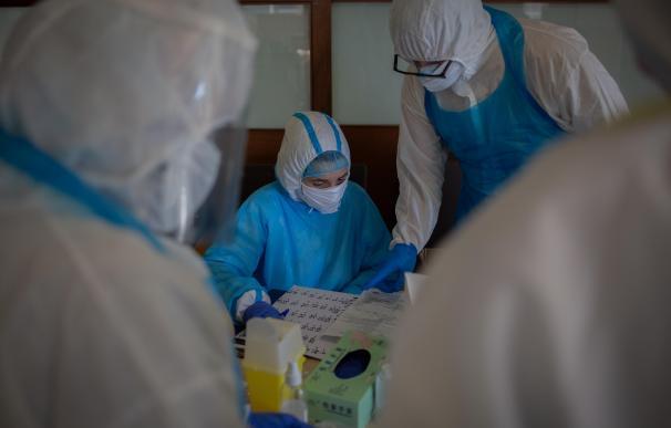 Enfermeros trajes EPI coronavirus España Andalucía