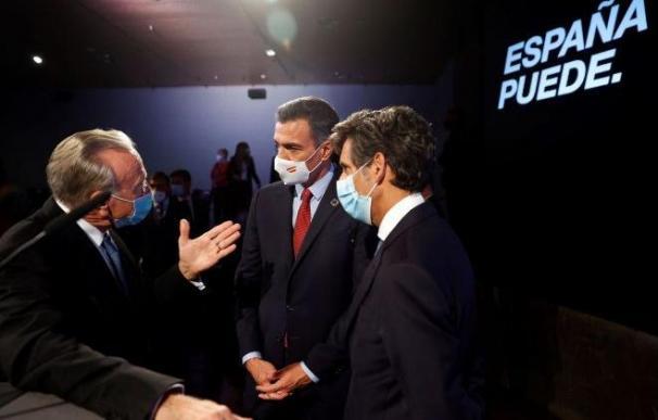 El presidente de la Fundación La Caixa, Isidre Fainé, con Pedro Sánchez