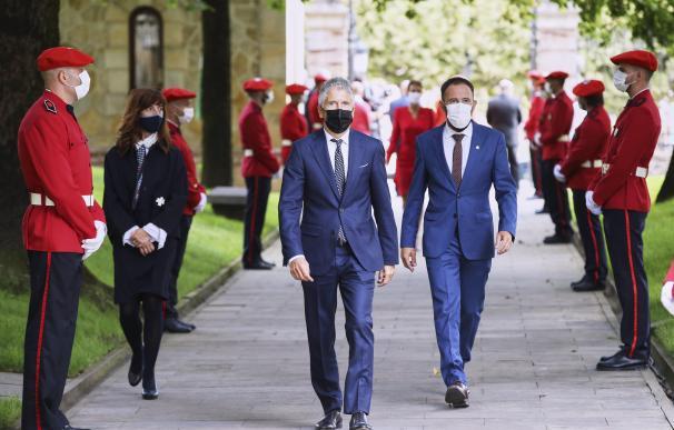 El ministro del Interior, Fernando Grande Marlaska, a su llegada a la jura del cargo del lehendakari.
