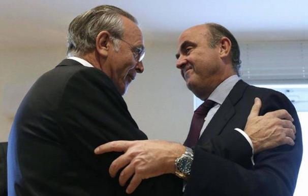 isidro Fainé y Luis de Guindos son los dos máximos promotores de una fusión que ya intentaron llevar a cabo en 2012