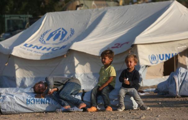 Varios niños refugiados que huyeron del campamento de Moria, en la isla griega de Lesbos.
