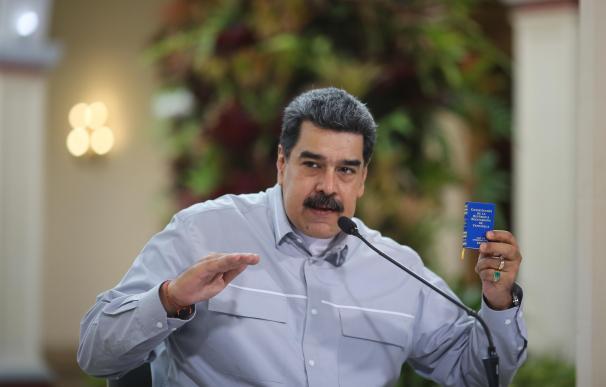 Fotografía cedida por la oficina de prensa de Miraflores donde se observa al presidente venezolano, Nicolás Maduro