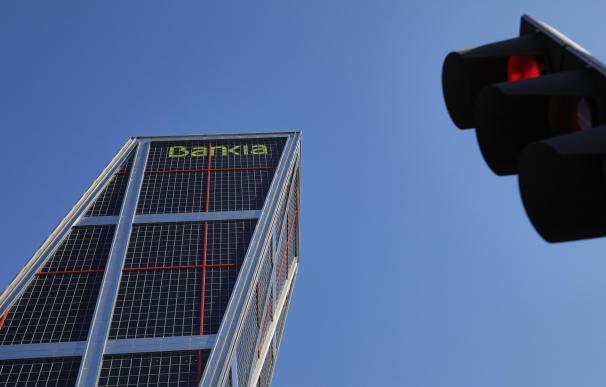 Una de las dos torres KIO con el logo de Bankia en plaza de Castilla en Madrid.