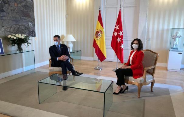 Sánchez y Ayuso en la reunión de este lunes en Sol.