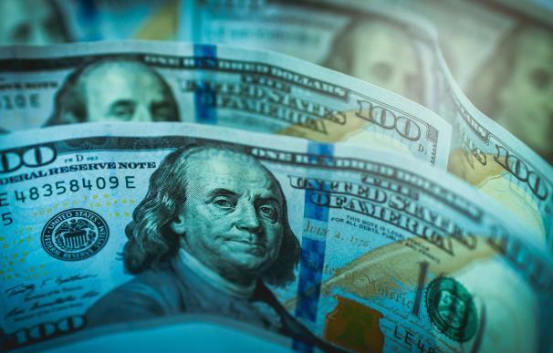 El dólar recupera niveles de julio en medio de la segunda ola de Covid