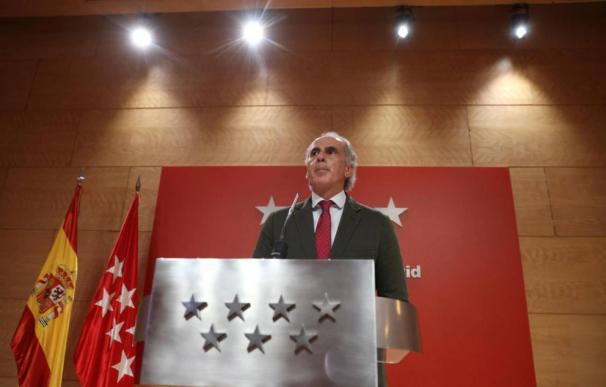 El consejero de Sanidad de la Comunidad de Madrid, Enrique Ruiz Escudero, en rueda de prensa este lunes