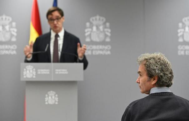 Fernando Simón, a la derecha, y Salvador Illa, en una de sus comparecencias. - EFE Fernando Simón, a la derecha, y Salvador Illa, en una de sus comparecencias