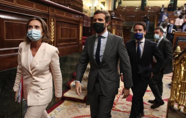 La portavoz del PP en el Congreso, Cuca Gamarra, junto al presidente popular, Pablo Casado.