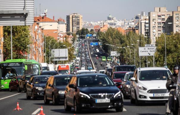 Atasco por los controles policiales en la A5 a la salida de Madrid