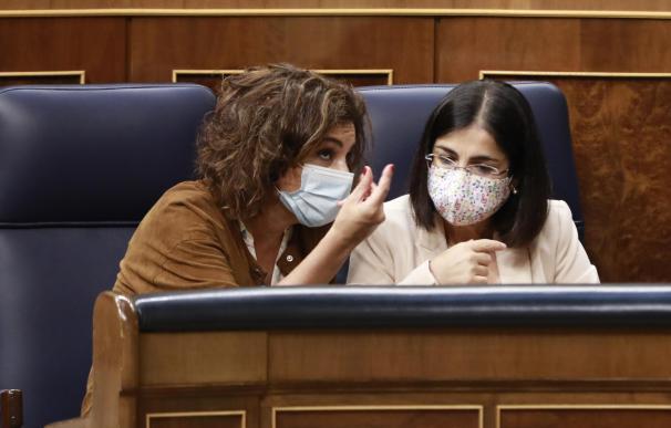 Las ministras de Hacienda y Política Territorial y Función Pública, María Jesús Montero y Carolina Darias, en el Congreso.