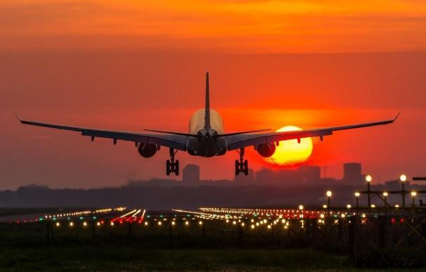El negocio de volar a ninguna parte: hasta 2.400 euros para despegar, pasear... y aterrizar