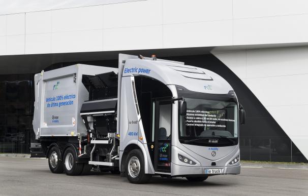 Vehículo recolector-compactador eléctrico plug-in autocargable desarrollado con la plataforma FCC de e-movilidad.