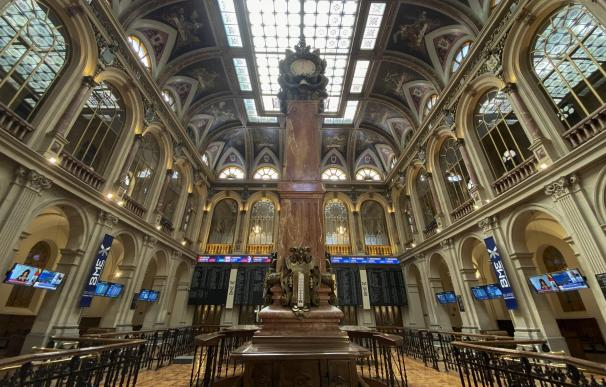 Columna central en el interior del Palacio de la Bolsa de Madrid (España)