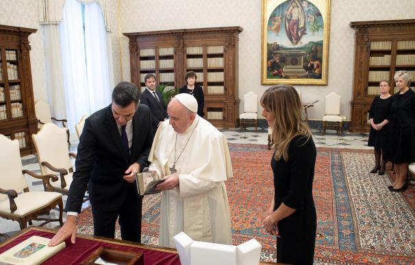 El presidente del Gobierno, Pedro Sánchez, se reúne con el papa Francisco, en la Ciudad el Vaticano a 24 de octubre de 2020