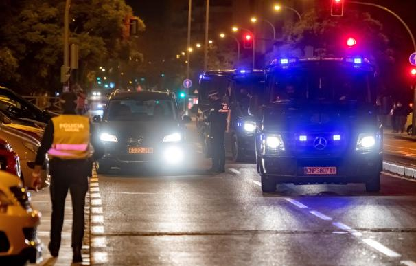 Los distintos cuerpos de policía tomaron las calles de Sevilla para controlar el toque de queda.