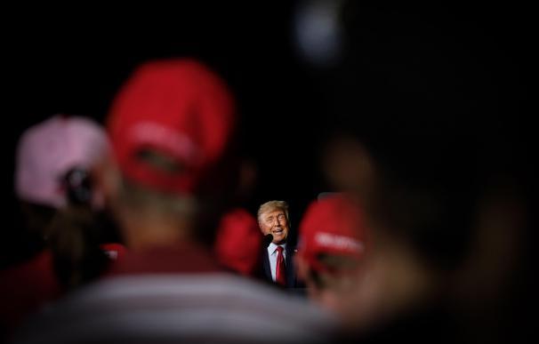 El presidente estadounidense, Donald Trump, ofrece un discurso durante un acto electoral celebrado en Pensacola, Florida, Estados Unidos, el 23 de octubre de 2020.