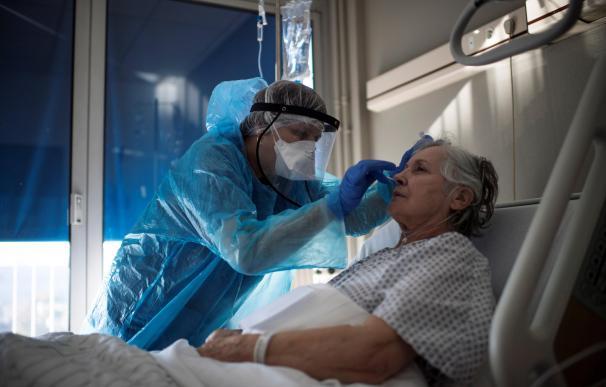 Alerta en Francia tras registrar un récord de 60.500 contagios y 828 muertos en un solo día