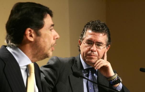 Francisco Granados, en una rueda de prensa junto a Ignacio González.