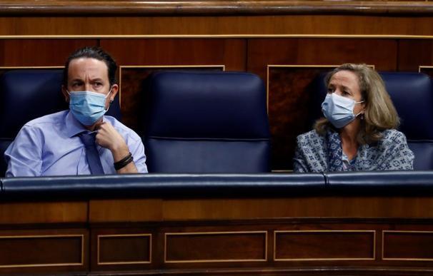 Los vicepresidentes del Gobierno, Pablo Iglesias y Nadia Calviño