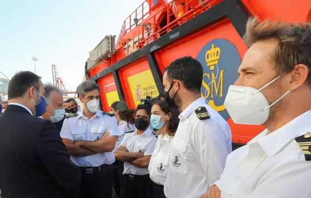 Los ministros de Transportes y Migraciones, José Luis Ábalos (i) y José Luis Escrivá, visitaron este viernes el centro de Salvamento Marítimo de Las Palmas de Gran Canaria.