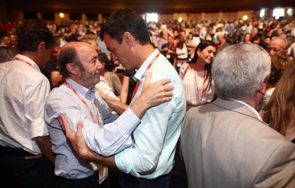 Pedro Sánchez y Alfredo Pérez Rubalcaba durante el Congreso del PSOE.