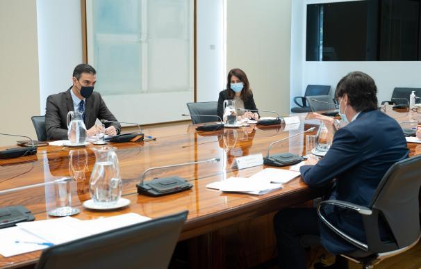 El presidente del Gobierno, Pedro Sánchez, y el ministro de Sanidad, Salvador Illa, durante la reunión del Comité de Seguimiento del Coronavirus, en el Complejo de la Moncloa, Madrid (España), a 19 de noviembre de 2020. 19 NOVIEMBRE 2020;CORONAVIRUS;MONCLOA;PEDRO SÁNCHEZ;FERNANDO SIMÓN;SALVADOR ILLA;POLÍTICA;REUNIONES;GOBIERNO Moncloa 19/11/2020