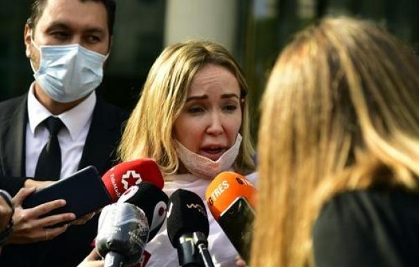 La esposa de Josep Maria Mainat, Angela Dobrowolski, llega al juzgado en Barcelona, en la Ciutat de la Justícia de Barcelona, Catalunya (España) a 25 de octubre de 2020.