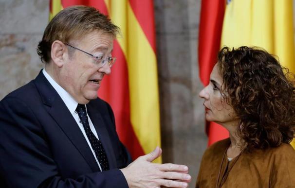 El presidente de la Comunidad Valenciana, Ximo Puig, con María Jesús Montero.