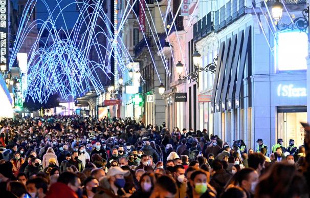 Aglomeración en el centro de Madrid el domingo de la Black Week