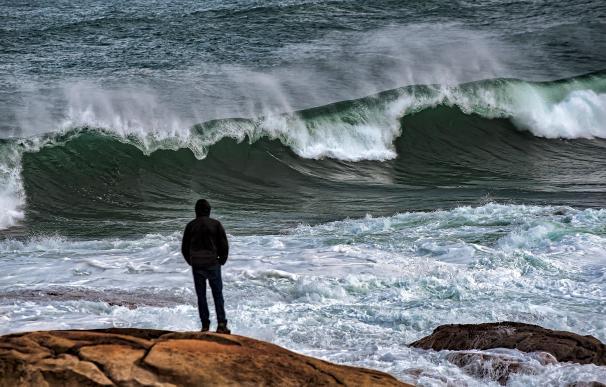 La borrasca Dora pone en alerta roja por fenómenos costeros a la comunidad de Galicia.