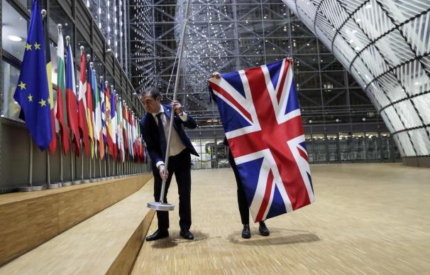 Brexit retirada bandera Reino Unido Comisión Europea