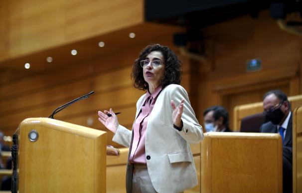 La ministra de Hacienda y portavoz del Gobierno, María Jesús Montero, durante una sesión plenaria en el Senado, en Madrid (España), a 14 de diciembre de 2020.