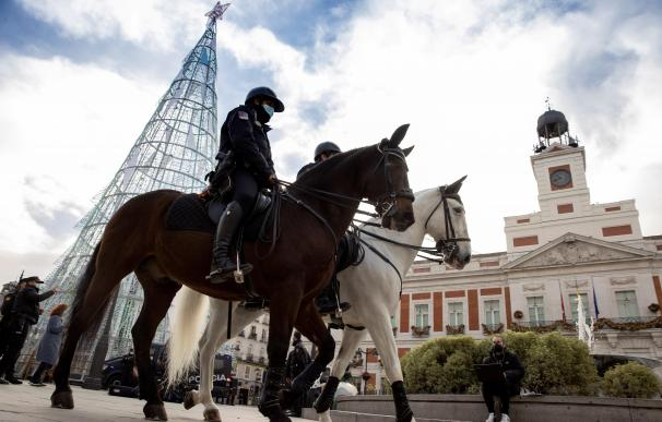 Policía a caballo en la Puerta del Sol (Madrid)