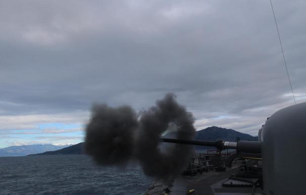 La Marina turca hace ejercicios de tiro en el Mediterráneo oriental en plena disputa con Grecia