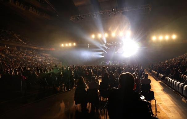 Vista general del concierto del cantante Raphael, para celebrar sus 60 años de carrera, en el Wizink Center de Madrid, que será el concierto más multitudinario del país desde que estalló la pandemia de covid-19.