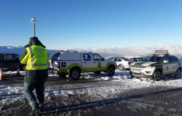 Guardia Civil actúa en el acceso a Sierra Nevada.