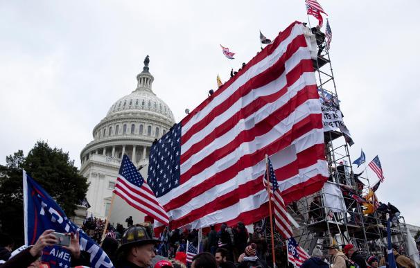 Bandera EEUU gigante en el capitolio