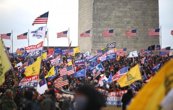 protestantes ante el Capitolio