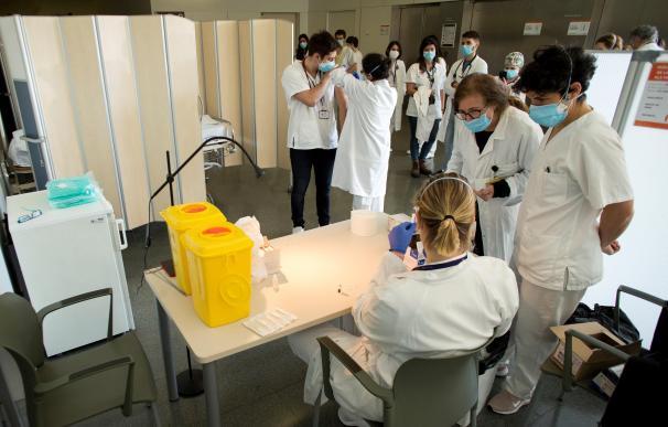 Vacunación coronavirus España sanitarios