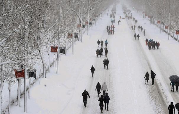 Vista del Paseo de la Castellana de Madrid, este sábado, cubierta de nieve tras el paso de la borrasca Filomena.