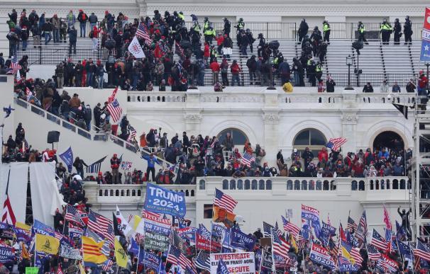 Seguidores de Donald Trump irrumpen en el Capitolio de los Estados Unidos hoy
