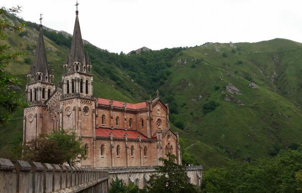 Cangas de Onís (Asturias), uno de los destinos más baratos de España para viajar en 2021.
