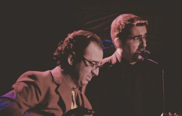 El músico Joan Eloi Vila junto a Buenafuente.