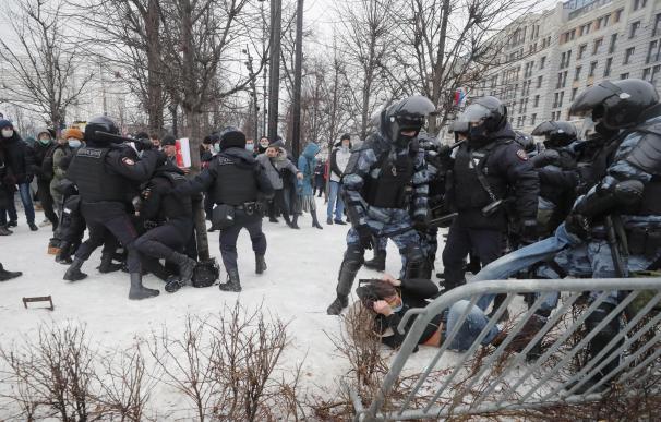 Rusia detiene a miles de partidarios de Navalni en las protestas en todo el país
