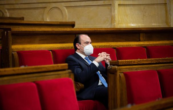 El diputado autonómico del Partido Popular Daniel Serrano, en su escaño del Parlament.
